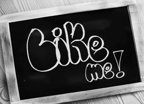 'Like me' Schrift auf Tafel
